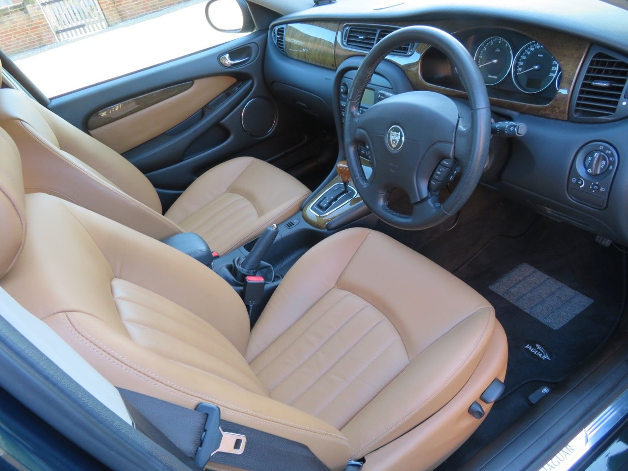 JAGUAR X-TYPE 3.0 V6 AUTO SE 2002 18K MILES FROM NEW 1 OWNER For Sale (picture 2 of 6)