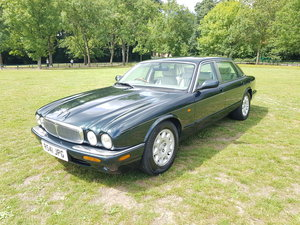 1998 Jaguar XJ8 4.0 Sovereign LWB - Immaculate