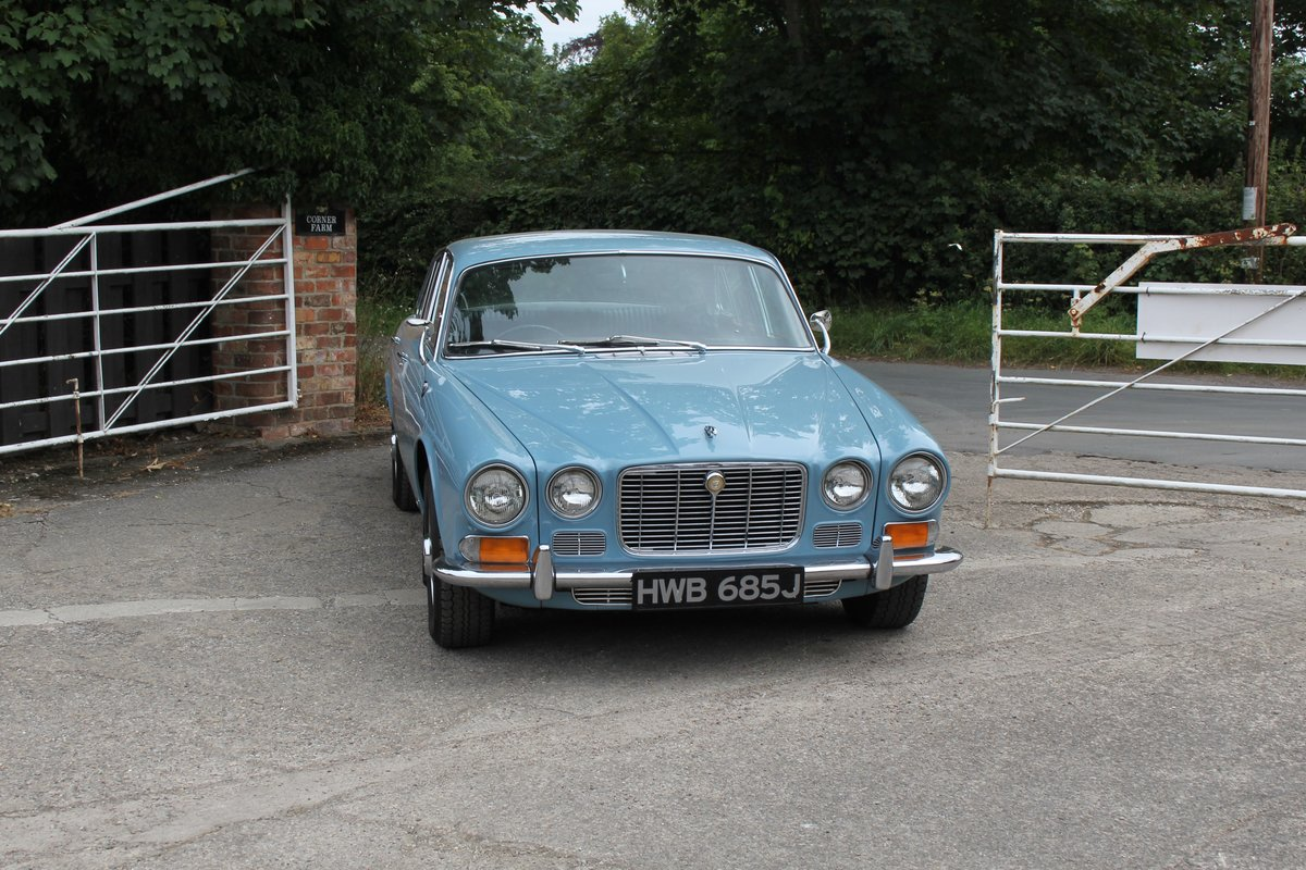 1970 Jaguar XJ6 2.8 Manual with Overdrive 47900 Miles For Sale (picture 2 of 24)