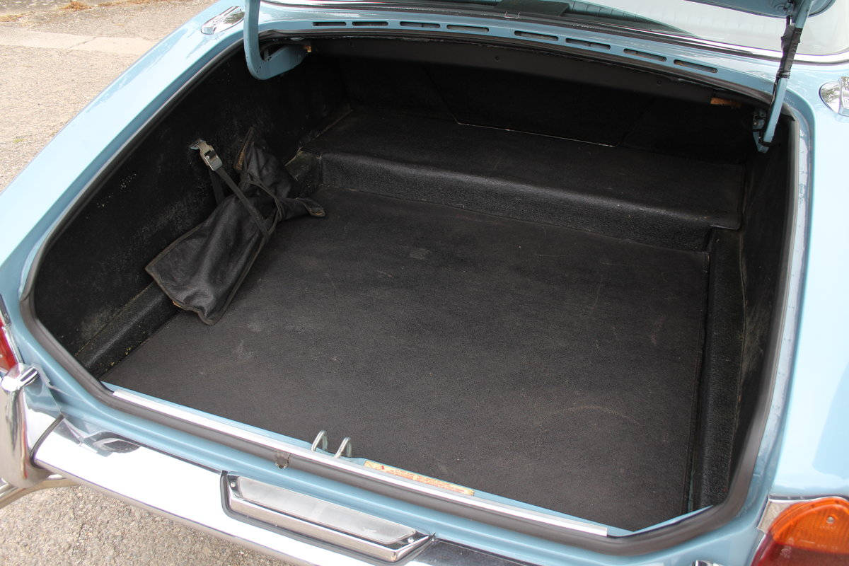 1970 Jaguar XJ6 2.8 Manual with Overdrive 47900 Miles For Sale (picture 20 of 24)