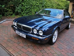 JAGUAR XJ 4.0 V8 2 OWNERS 61000m FSH  REQUIRES REAR SUBFRAME