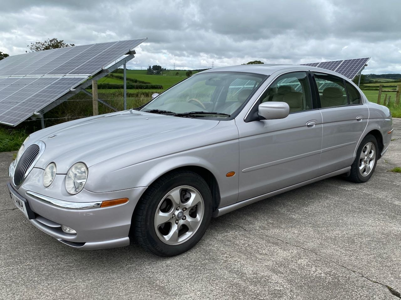 2000 Immaculate, low milage, 3 litre S-Type SOLD (picture 2 of 6)