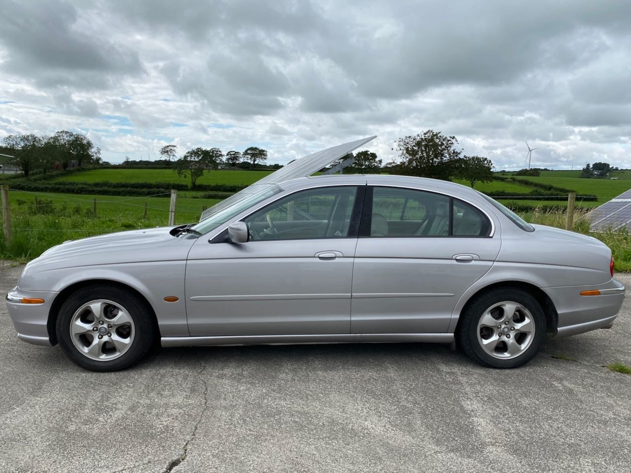 2000 Immaculate, low milage, 3 litre S-Type SOLD (picture 4 of 6)