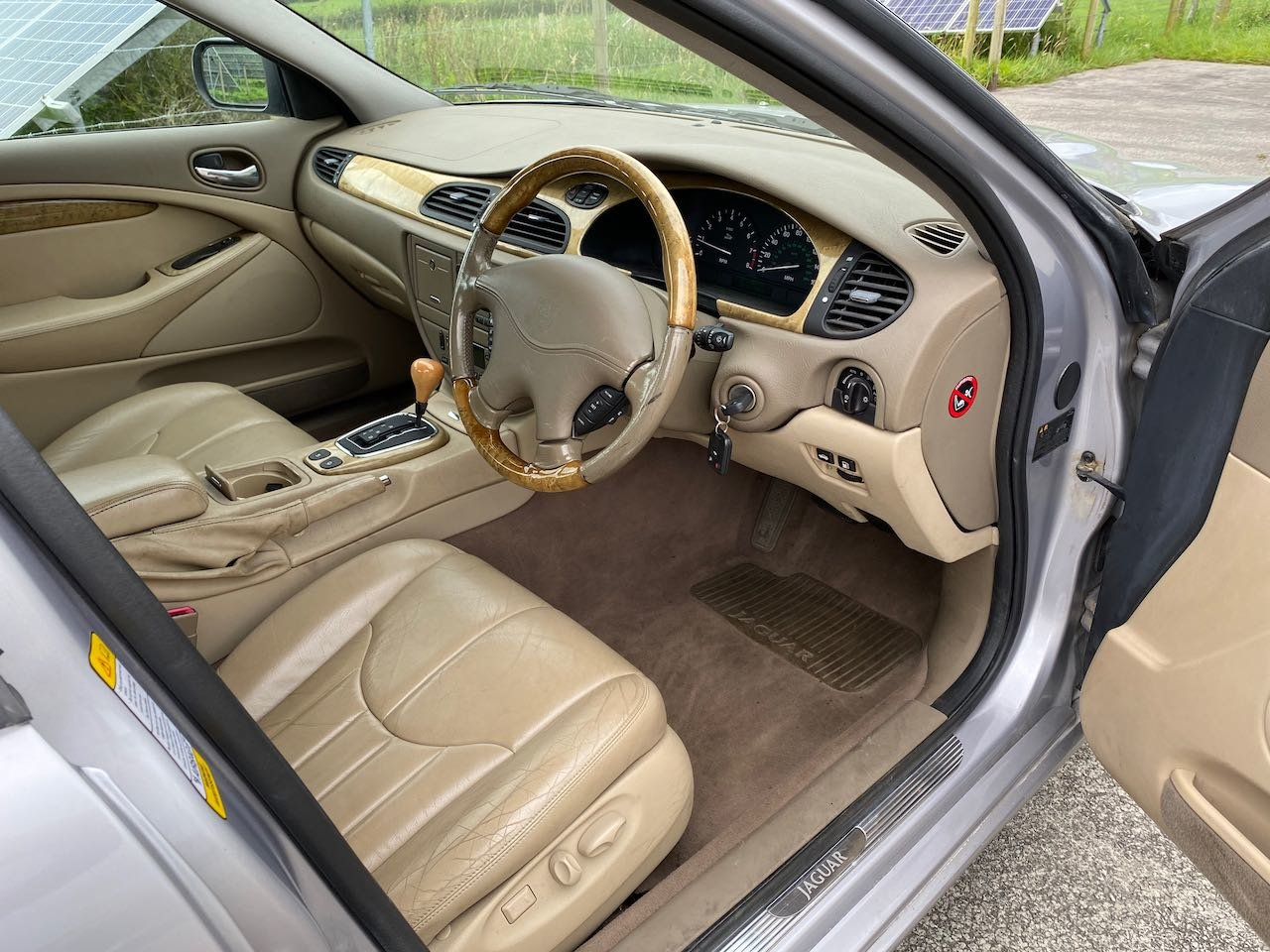 2000 Immaculate, low milage, 3 litre S-Type SOLD (picture 5 of 6)