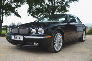 Picture of 2004 JAGUAR XJR SUPERCHARGED 4.2 V8  For Sale
