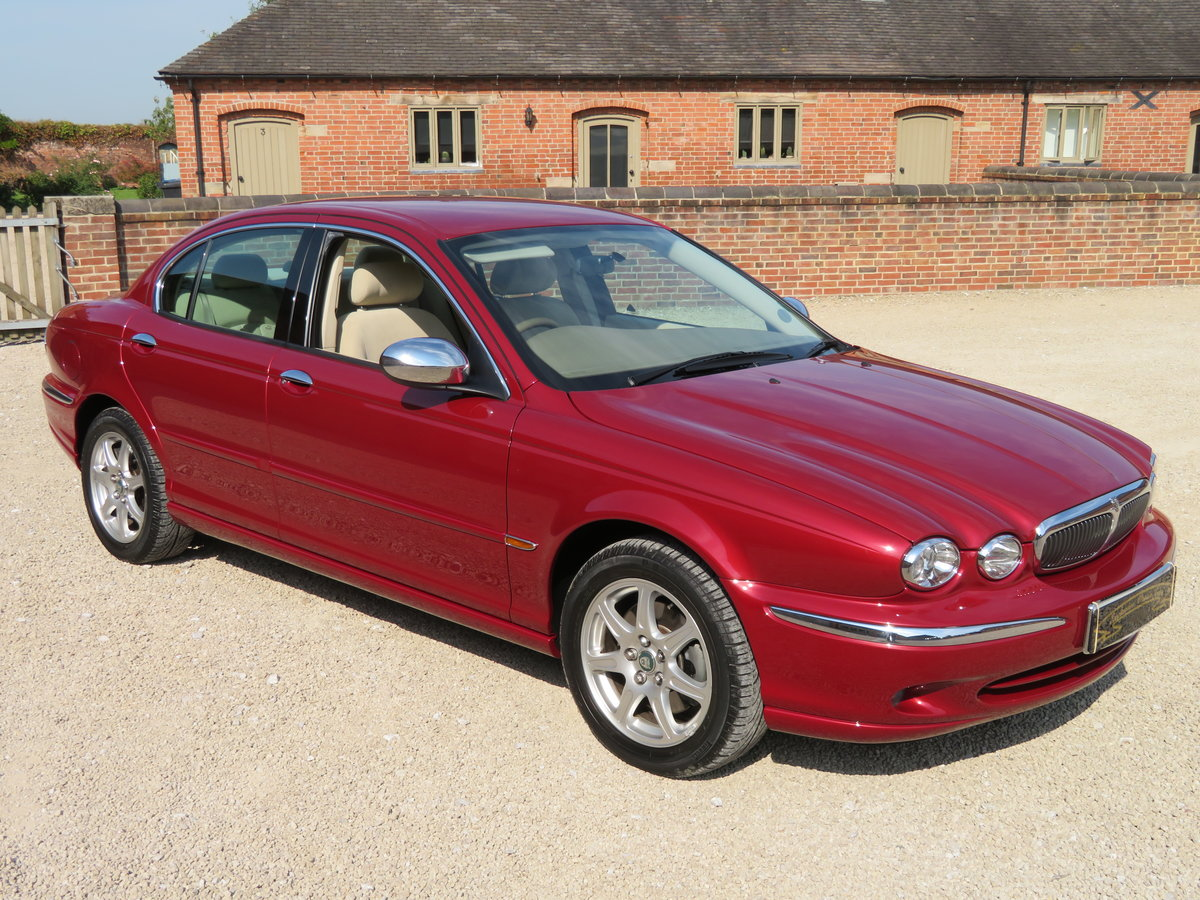 2002 JAGUAR X TYPE 2.1 RARE MANUAL 10K MILES FROM NEW GENUINE For Sale (picture 1 of 6)