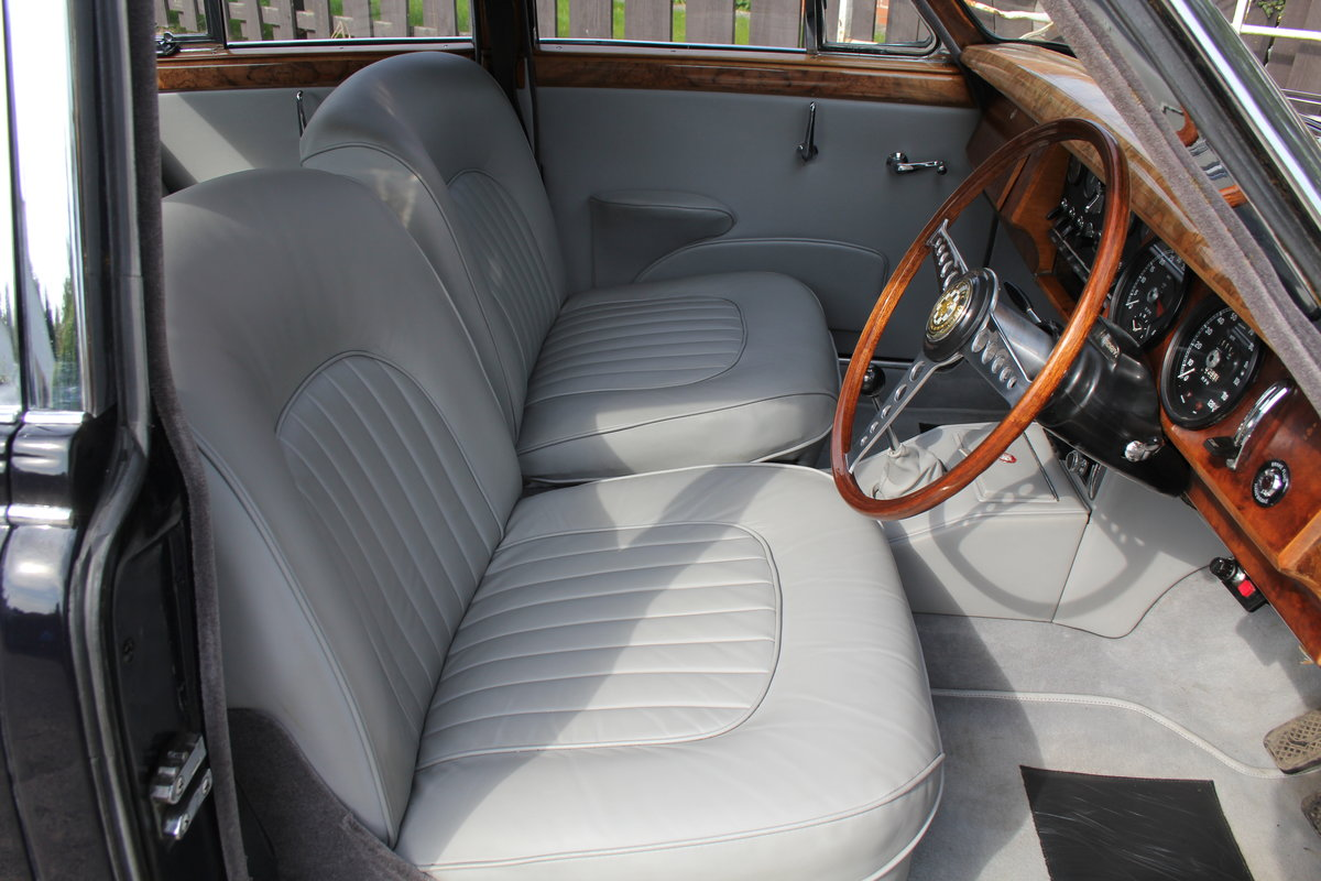1965 Jaguar MkII 3.4 Manual with Overdrive, Over 25K Spent For Sale (picture 8 of 18)