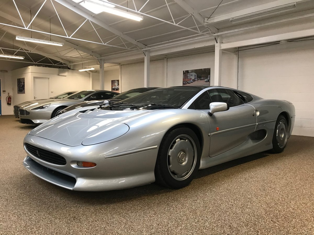 1993 JAGUAR XJ220 ** ONLY 7,555 MILES AND RHD** For Sale (picture 1 of 6)