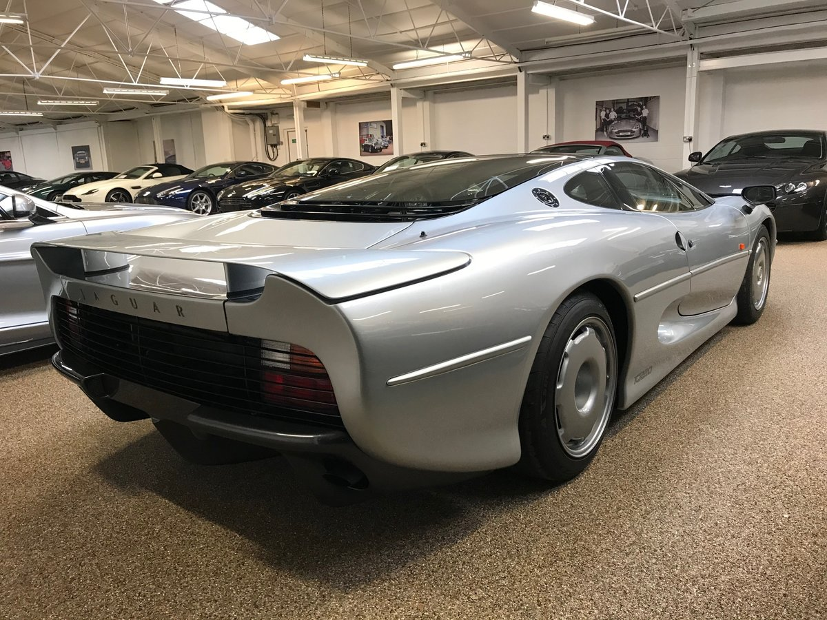 1993 JAGUAR XJ220 ** ONLY 7,555 MILES AND RHD** For Sale (picture 2 of 6)