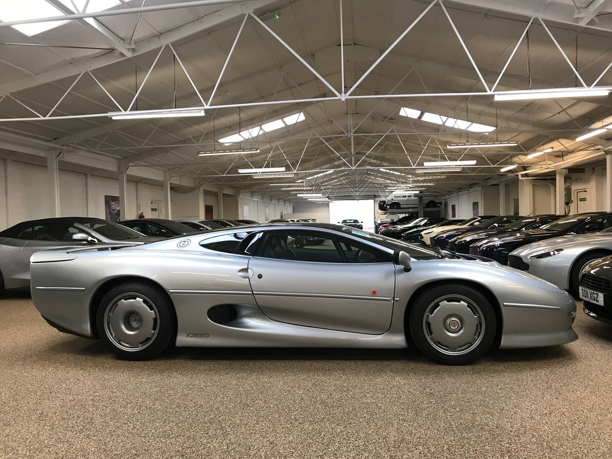 1993 JAGUAR XJ220 ** ONLY 7,555 MILES AND RHD** For Sale (picture 4 of 6)
