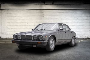 Picture of 1984 Jaguar XJ12 HE Sovereing