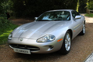 Picture of 2001 Jaguar XK8 Coupe For Sale