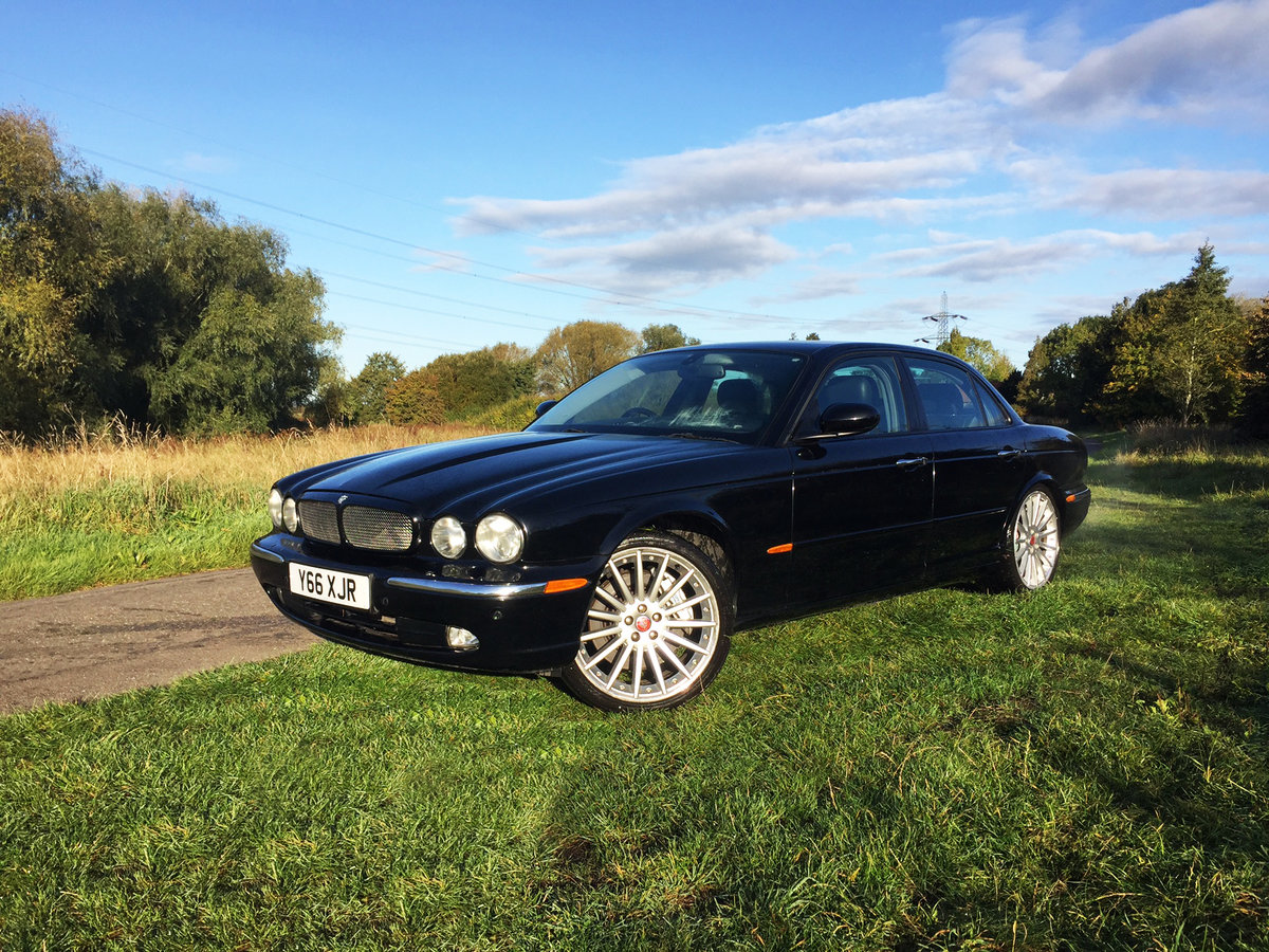 2004 Xjr 4.2 v8 s/c ** 16 stamps / mot feb 21 / vgc ** For Sale (picture 1 of 6)
