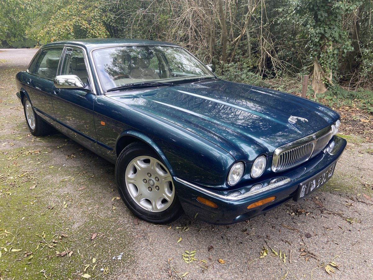 2001 Jaguar Sovereign 4.0 LWB '51' reg with only 39k miles  For Sale (picture 1 of 6)