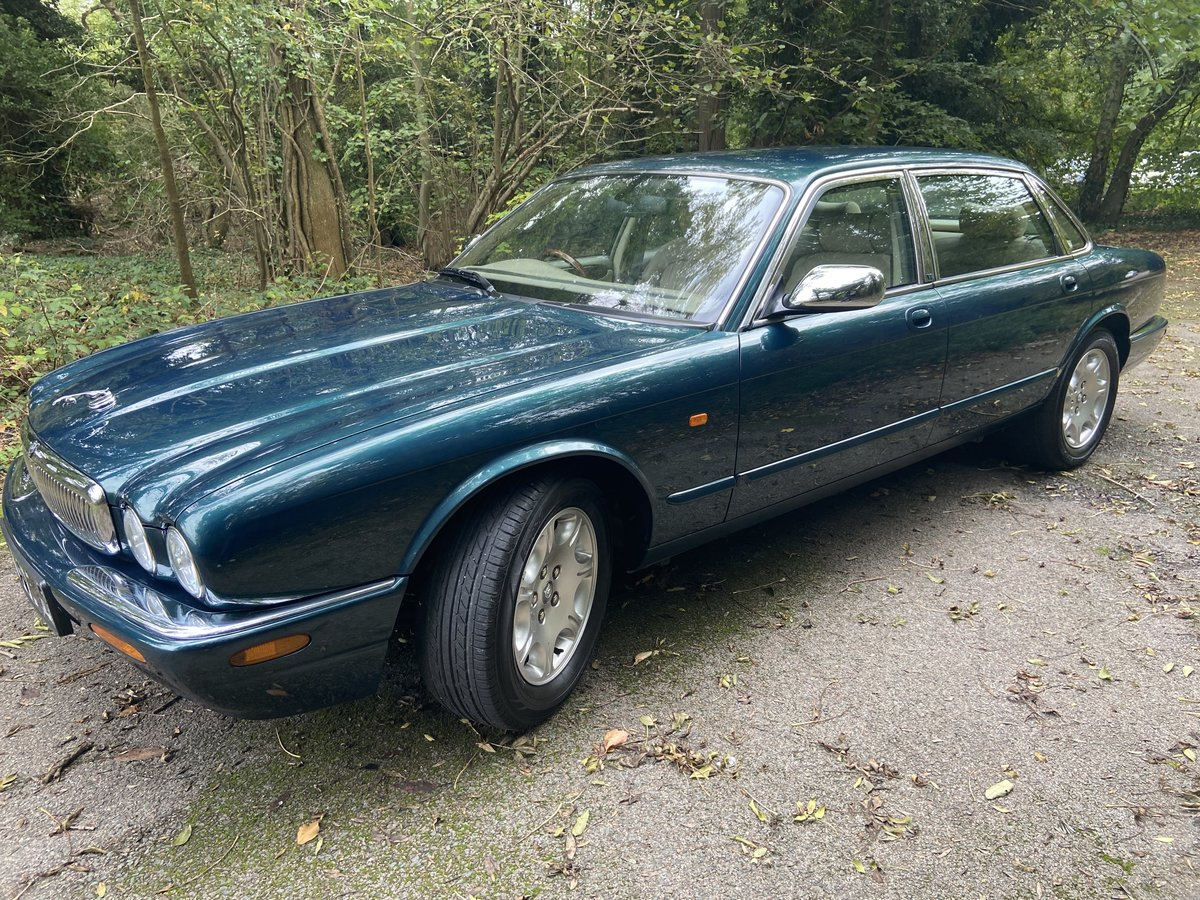 2001 Jaguar Sovereign 4.0 LWB '51' reg with only 39k miles  For Sale (picture 3 of 6)