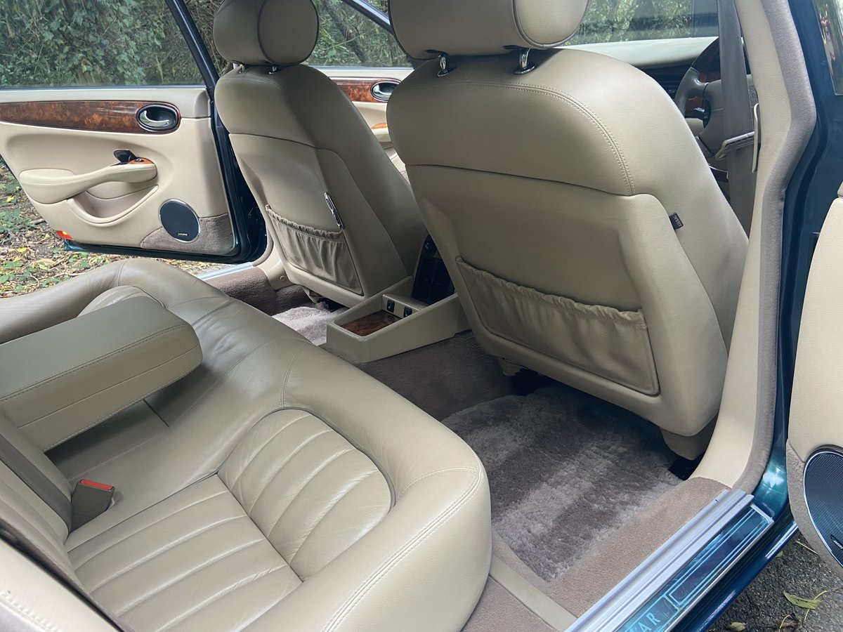 2001 Jaguar Sovereign 4.0 LWB '51' reg with only 39k miles  For Sale (picture 5 of 6)