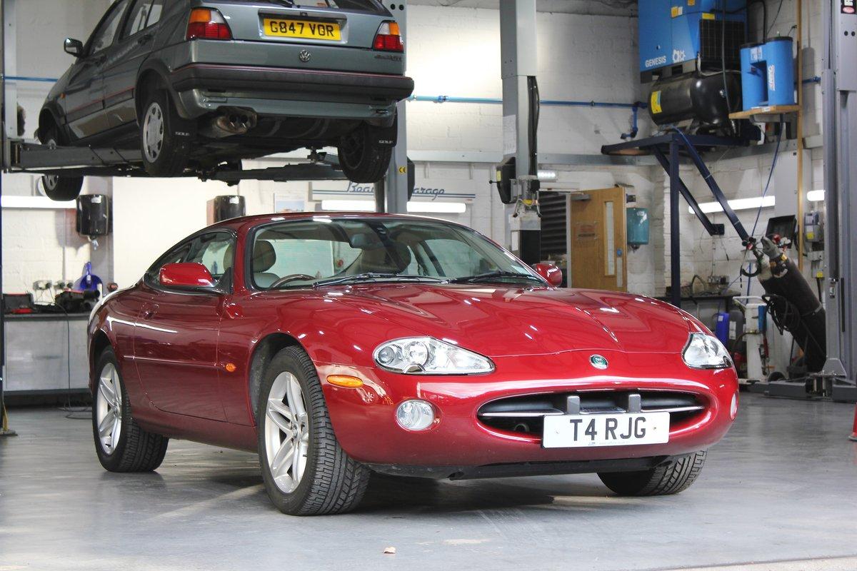 2002 Jaguar XK8 4.2L Coupe For Sale (picture 1 of 6)