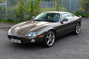 Jaguar XKR 4.0 Supercharged Roman Bronze 1 of 70