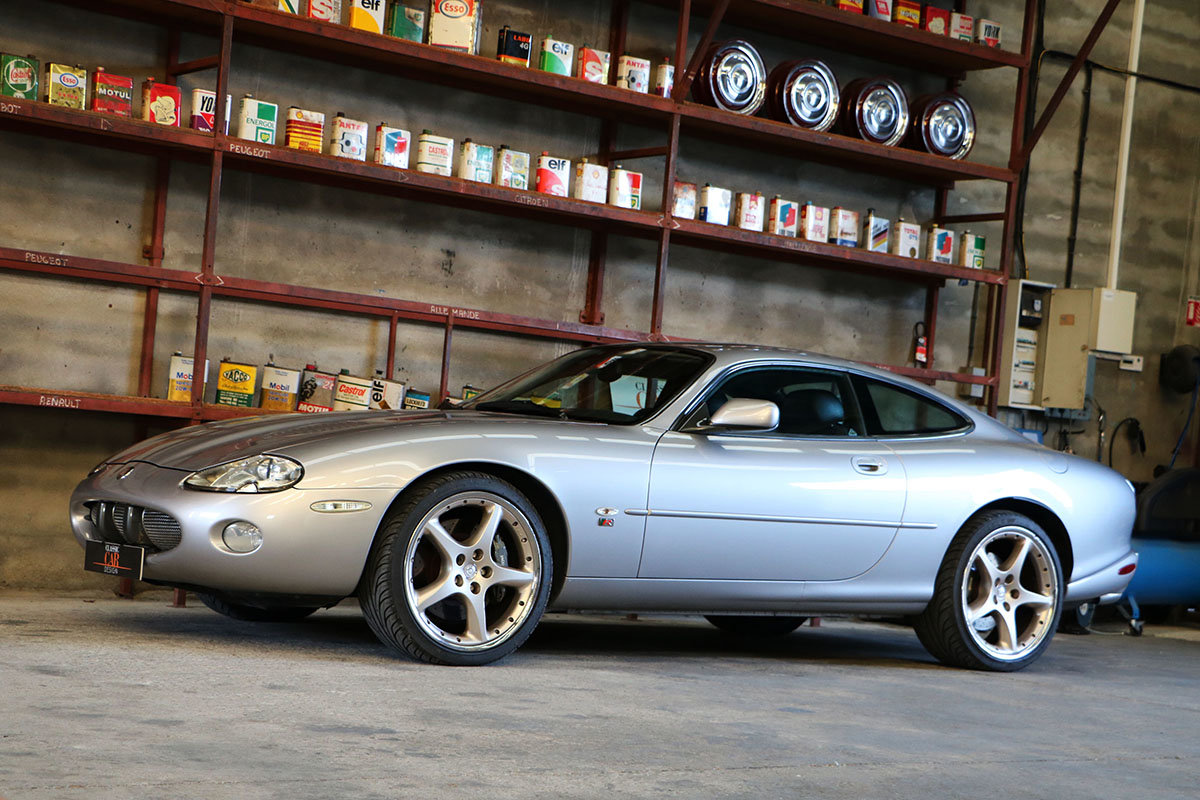 Very nice Jaguar XKR coupé