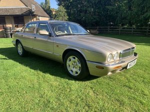 Picture of JAGUAR SOVEREIGN 4 LITRE V8 2000 W REG SUPERB CONDITION For Sale
