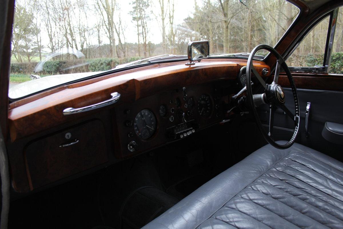 1958 Jaguar Mk IX 3.8 Automatic Saloon For Sale (picture 10 of 19)