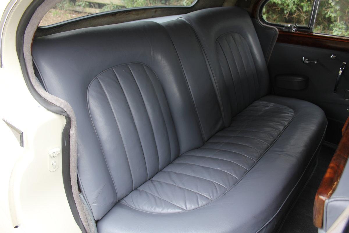 1958 Jaguar Mk IX 3.8 Automatic Saloon For Sale (picture 14 of 19)