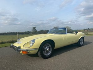 Picture of 1973 Jaguar E-type V12 Roadster in Primrose Yellow Automatic SOLD