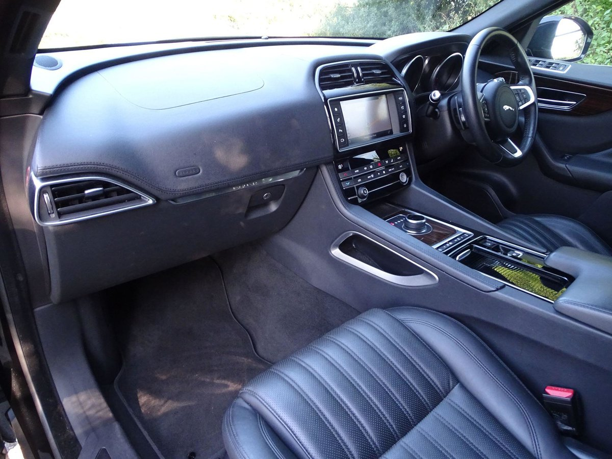 2018 Jaguar F-PACE For Sale (picture 9 of 20)