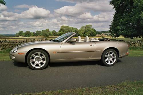 Jaguar Hire Yorkshire   Hire a Jaguar XK8  For Hire (picture 4 of 5)