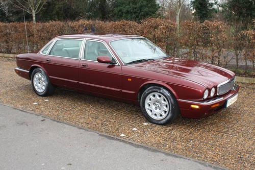 1998 Jaguar Sovereign LWB V8 4.0 Demo + 1 owner and 46k FMDH For Sale (picture 1 of 6)