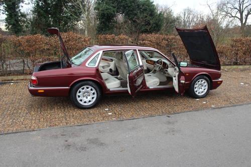 1998 Jaguar Sovereign LWB V8 4.0 Demo + 1 owner and 46k FMDH For Sale (picture 3 of 6)