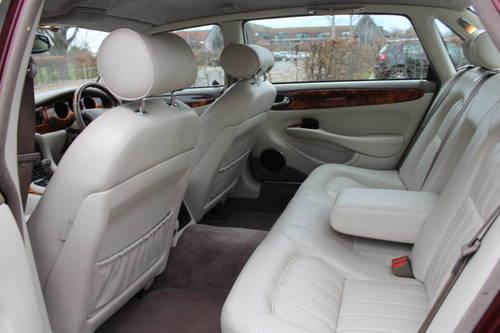 1998 Jaguar Sovereign LWB V8 4.0 Demo + 1 owner and 46k FMDH For Sale (picture 4 of 6)