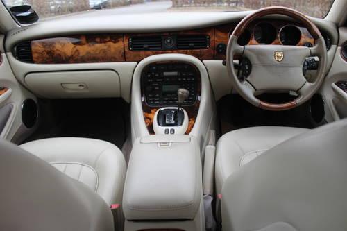 1998 Jaguar Sovereign LWB V8 4.0 Demo + 1 owner and 46k FMDH For Sale (picture 5 of 6)