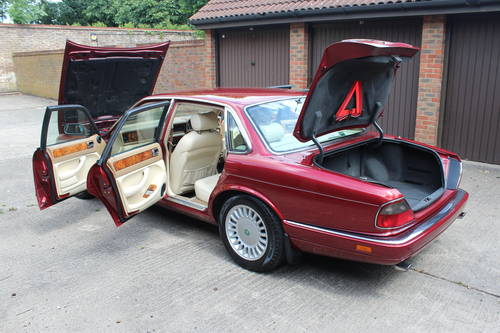 1995 Jaguar XJ12 6.0 V12 330 BHP X305 1 previous owner 88k miles For Sale (picture 5 of 6)