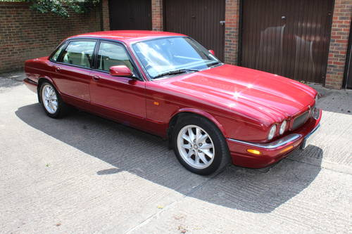 2001 Jaguar XJ8 Executive Sport 3.2 V8 with 84k miles FSH 100pics For Sale (picture 1 of 6)