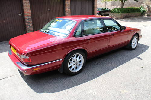 2001 Jaguar XJ8 Executive Sport 3.2 V8 with 84k miles FSH 100pics For Sale (picture 2 of 6)
