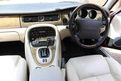 2001 Jaguar XJ8 Executive Sport 3.2 V8 with 84k miles FSH 100pics For Sale (picture 4 of 6)