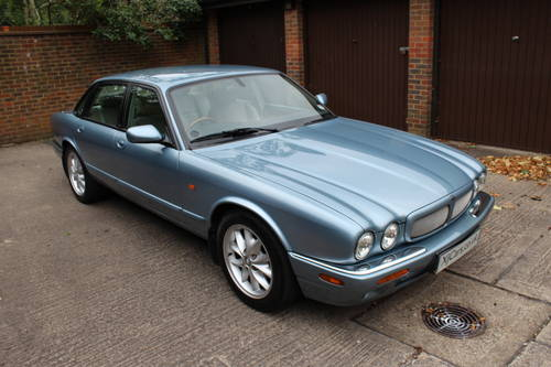 Jaguar XJ8 Sport 2002 with 67k miles with FSH - 150 photos For Sale (picture 1 of 6)