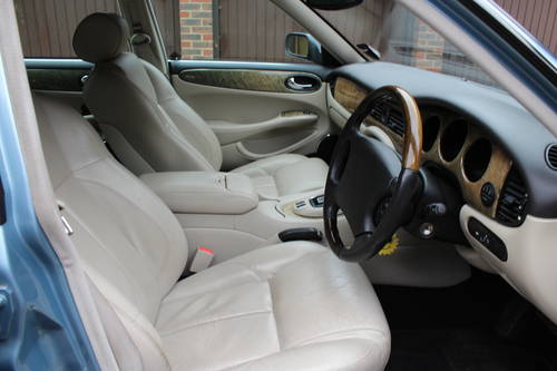 Jaguar XJ8 Sport 2002 with 67k miles with FSH - 150 photos For Sale (picture 4 of 6)