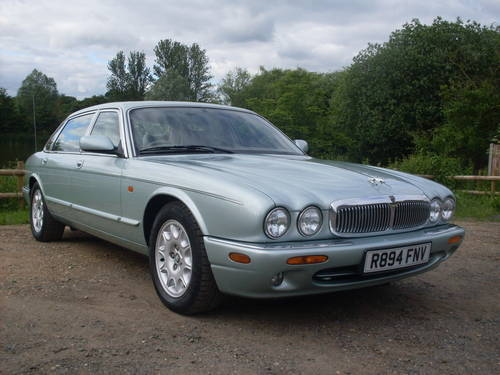 1998 Jaguar xj8 4.0 sovereign lwb SOLD (picture 1 of 6)