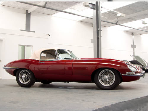 Jaguar E Type 4.2 Roadster (1968) in Maroon For Sale (picture 4 of 6)