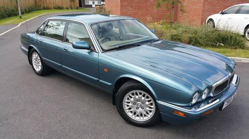 Jaguar XJ8 3.2 1999 only 64k miles Outstanding example For Sale (picture 1 of 6)