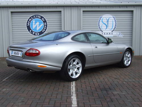 JAGUAR XK8 COUPE 4.0-1 owner only 13000 miles!! (1999) For Sale (picture 4 of 6)