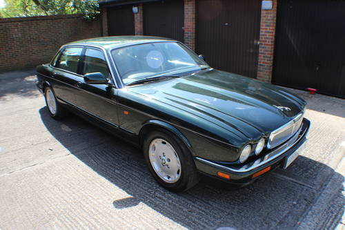 1997 Jaguar XJ6 Executive 3.2 with only 88k miles - 150 pics  For Sale (picture 1 of 6)