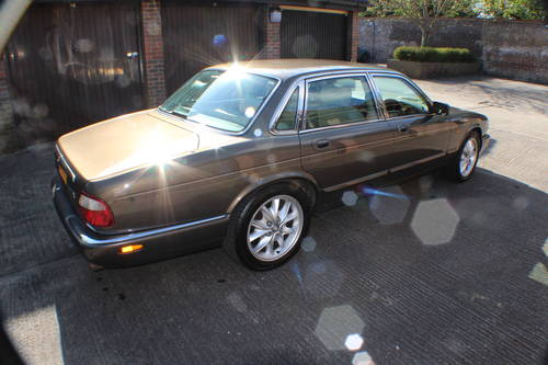 2001 Jaguar XJ8 Executive Sport in Roman Bronze 88k miles For Sale (picture 2 of 6)