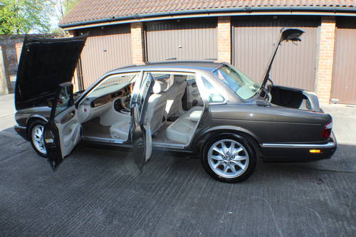 2001 Jaguar XJ8 Executive Sport in Roman Bronze 88k miles For Sale (picture 6 of 6)