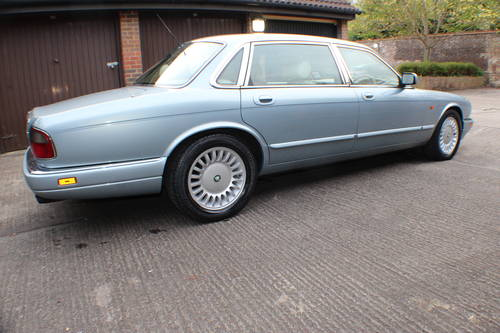 1997 Jaguar Sovereign 4.0 LWB 84k FSH 1 owner since 3 years old For Sale (picture 2 of 6)