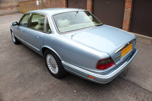 1997 Jaguar Sovereign 4.0 LWB 84k FSH 1 owner since 3 years old For Sale (picture 3 of 6)