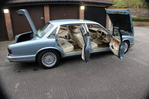 1997 Jaguar Sovereign 4.0 LWB 84k FSH 1 owner since 3 years old For Sale (picture 6 of 6)