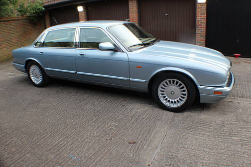 1997 Jaguar Sovereign 4.0 LWB 84k FSH 1 owner since 3 years old For Sale (picture 1 of 6)